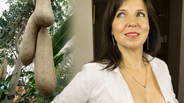 Кожа в области шеи и декольте более тонкая, нежная, менее эластичная и стареет немного быстрее чем кожа лица.